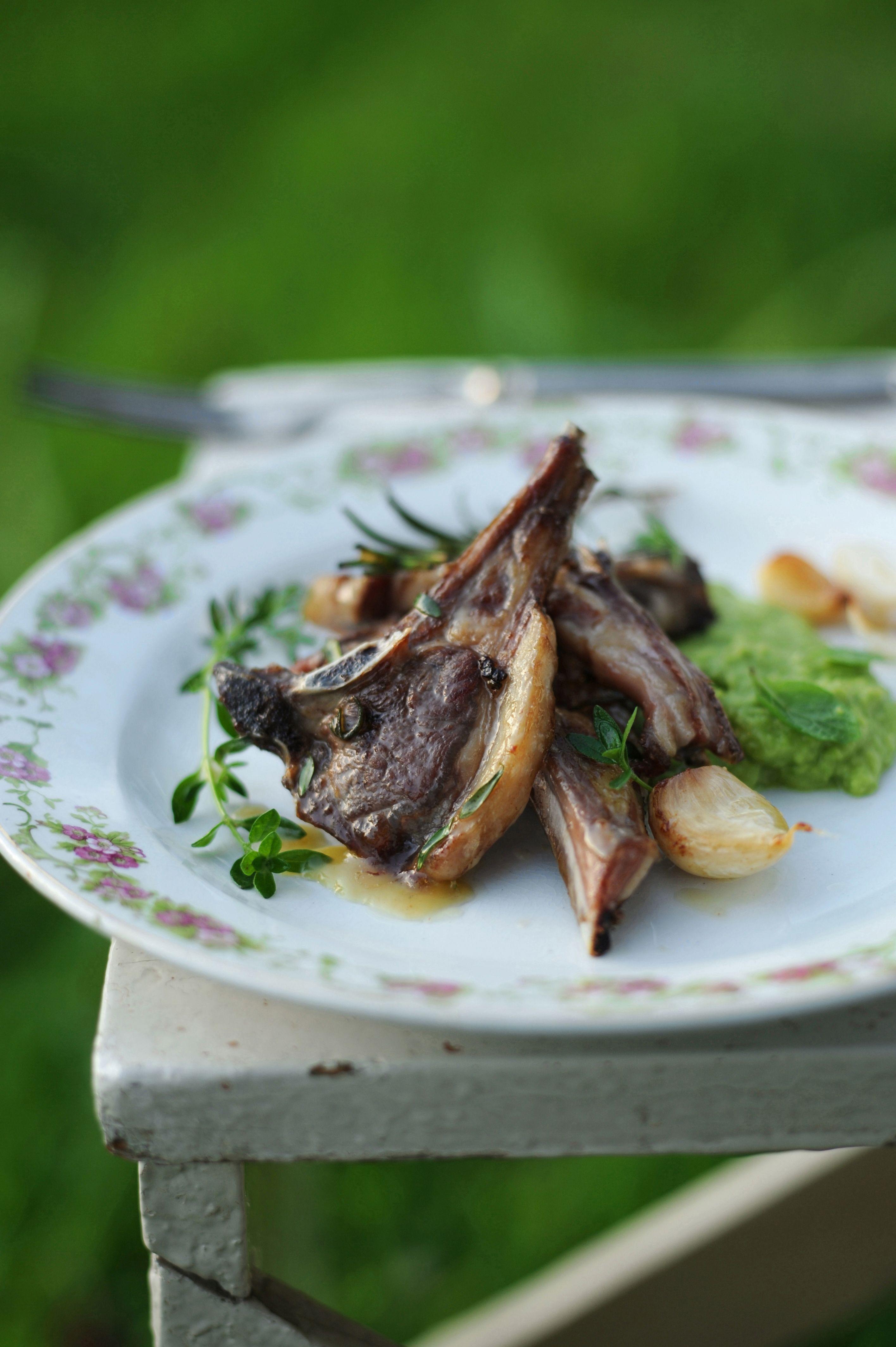 Vuoi arricchire la tua tavola con delle delicate e tenere costolette di agnello? Scopri come cucinarlo con le ricette facili e gustose di Sale&Pepe.
