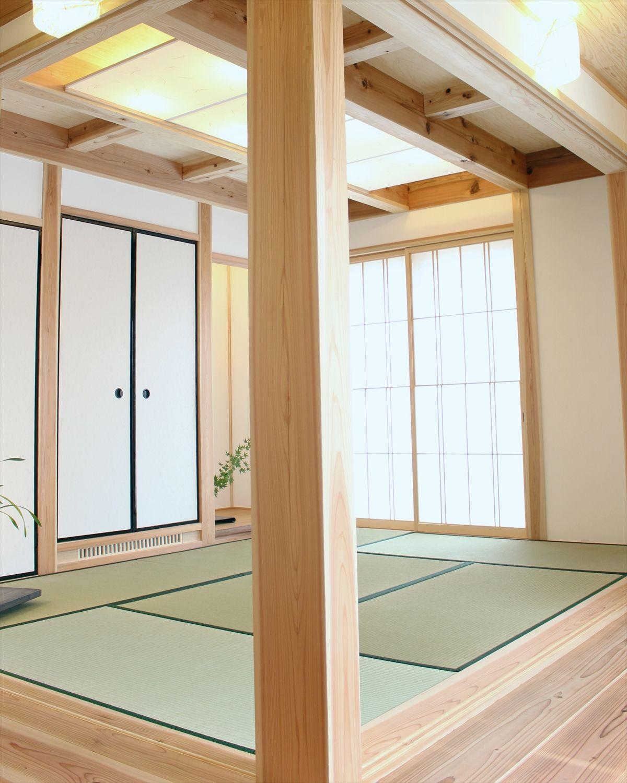 西矢倉の家 玄関脇の6帖和室 天井にはウイズダムデザイン製作の