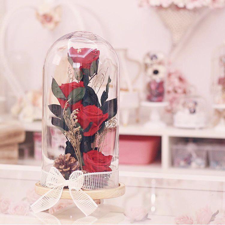 Pin By Miia Liisa Keskitalo On Photographie Rose Petals Gifts Table Decorations