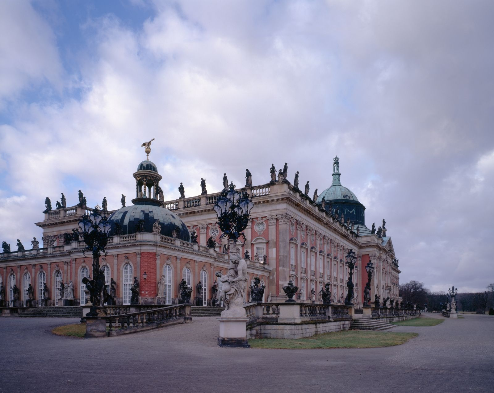 Planen Und Buchen Sie Ihre Reise Nach Potsdam Erhalten Sie Im Folgenden Alle Informationen Zu Sehenswurdigkeiten Veran Potsdam Tourismus Burgen Und Schlosser
