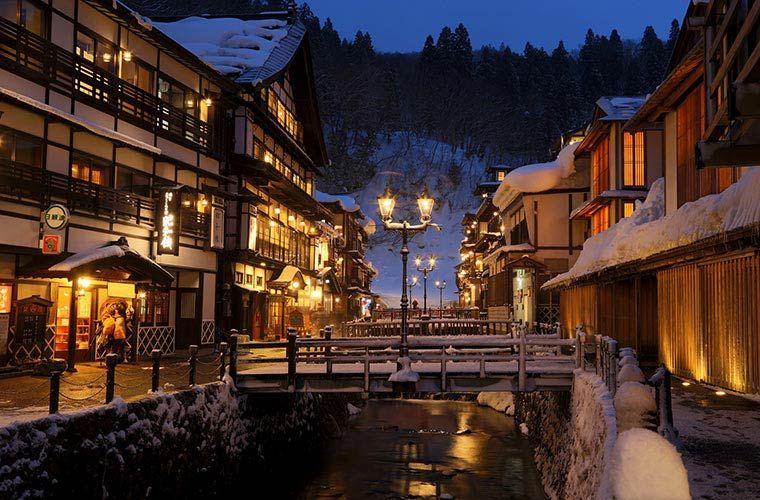美しい日本の冬に出会える 国内 冬の絶景 15選 銀山温泉 旅行 温泉