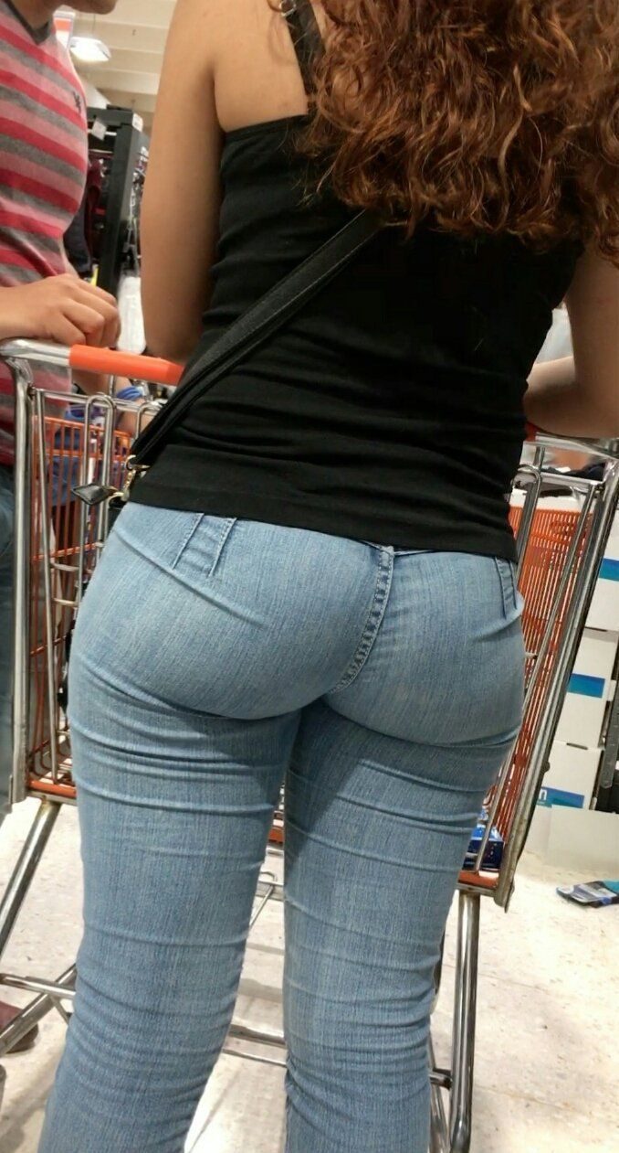 Bubble booty milf in levi jeans
