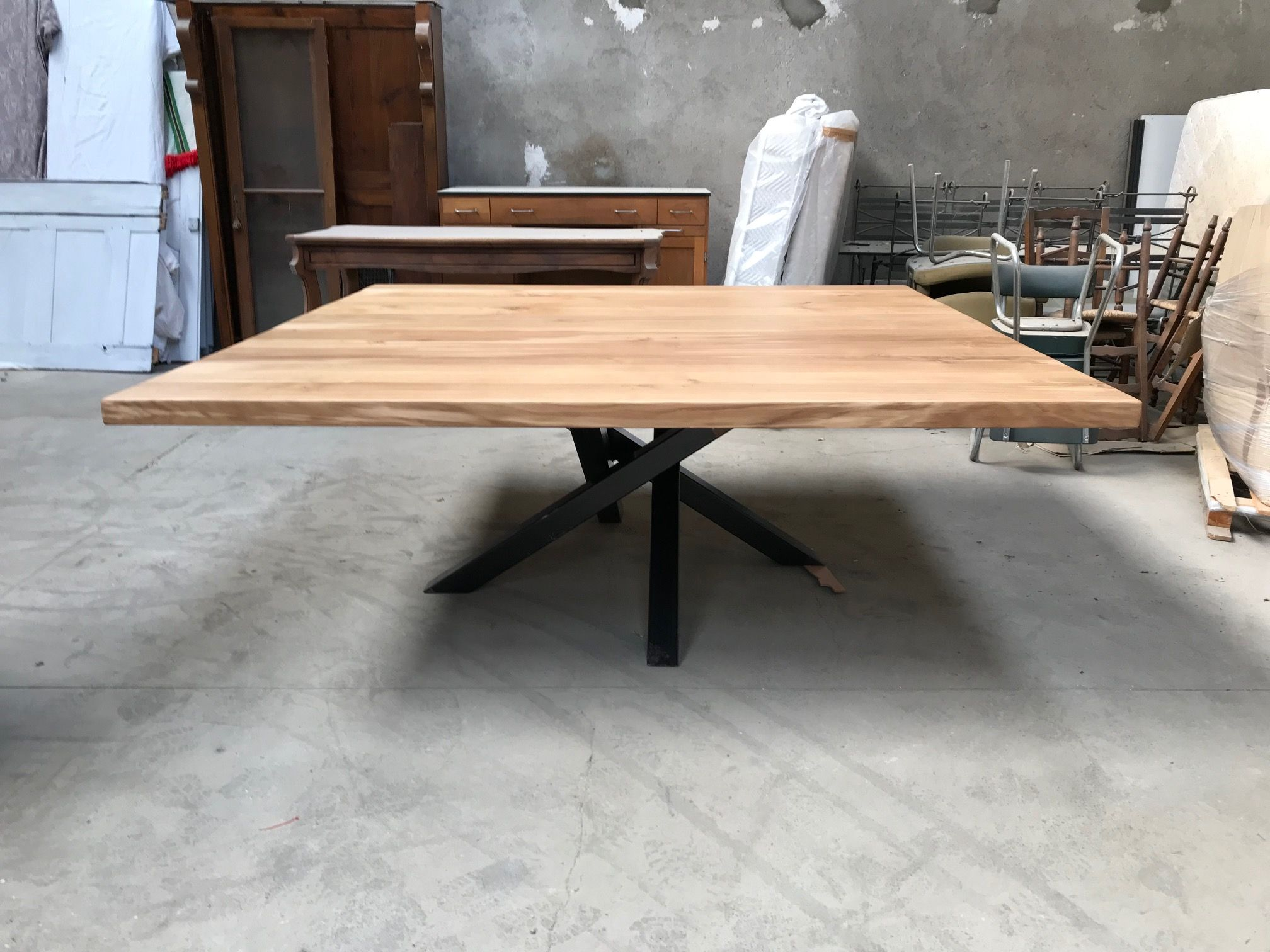 table carree industrielle pied central