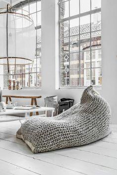 Relaxliegen Wohnzimmer Gehkelt Holzboden Rustikale Einrichtungsideen Cochtisch Holz Weiss