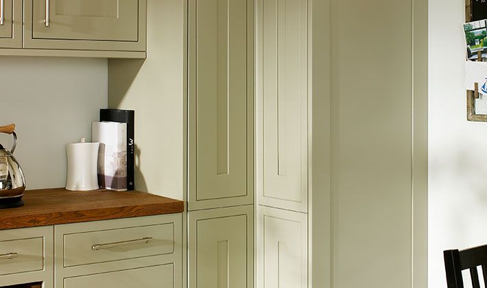 Heritage sage green kitchen sagamu for Wickes kitchen cupboards