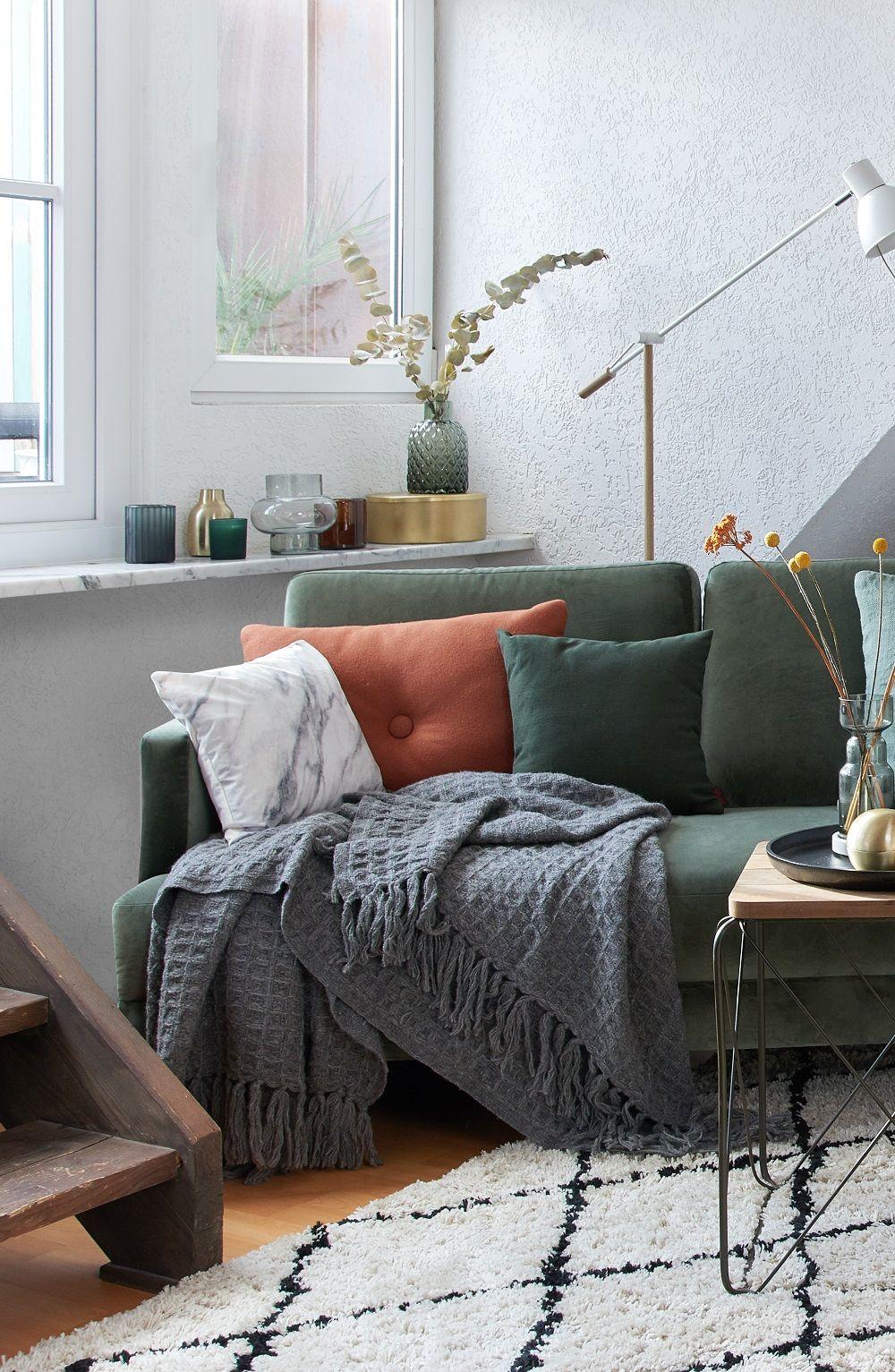 Cozy Corner Auf ihrem trendigen Samtsofa fühlt sich Westwing ...