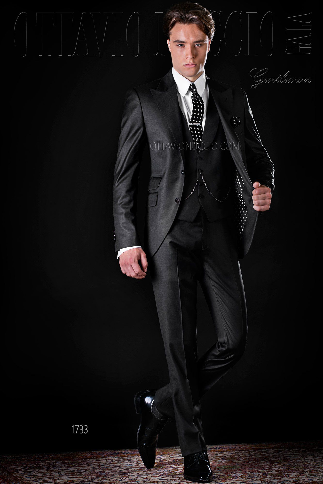 Black peak lapel Italian luxury business suit #wedding #groom ...