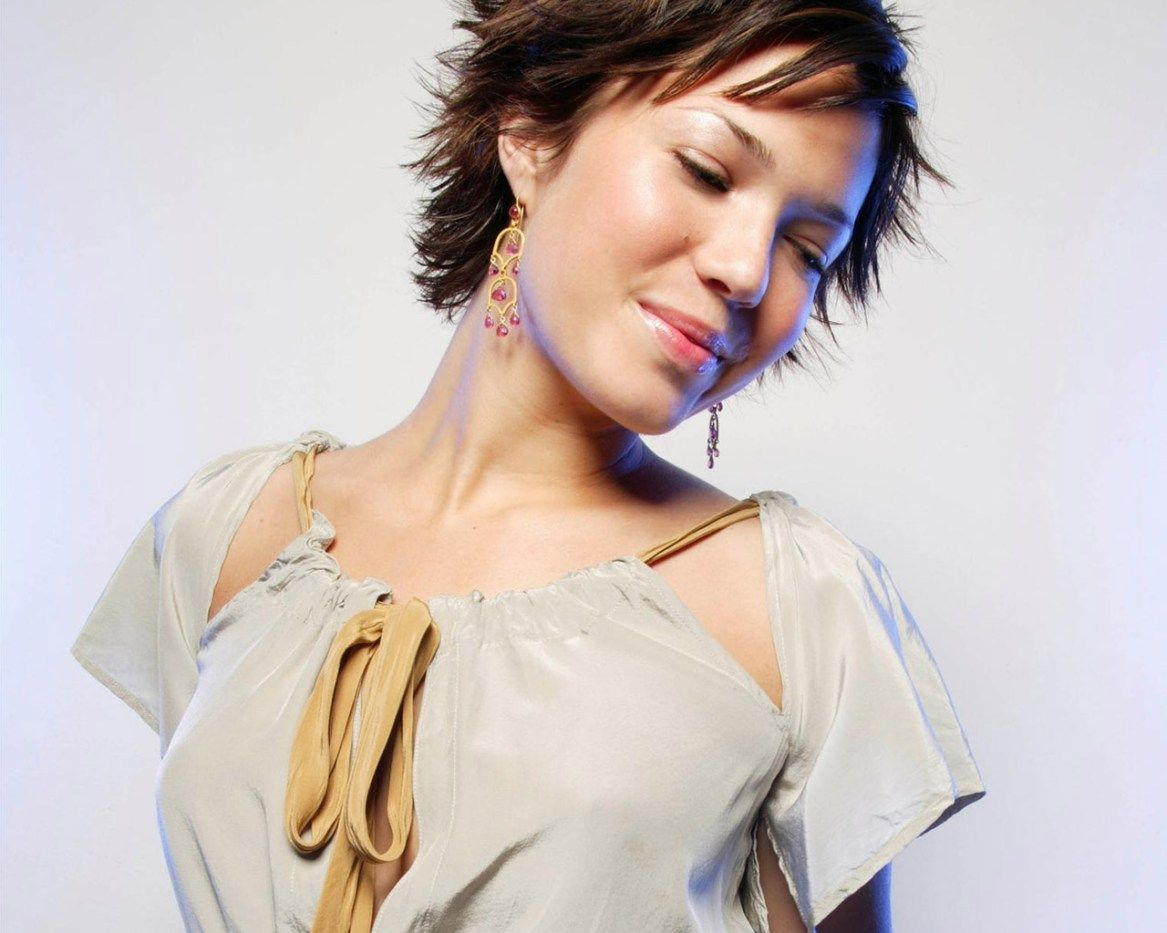 sassy hairstyles featuring mandy moore short hair pinterest