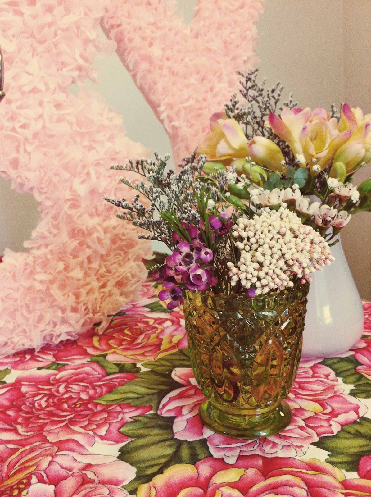 lots of little filler #wildflowers make a big impact when grouped together!  lauraolsenevents.com