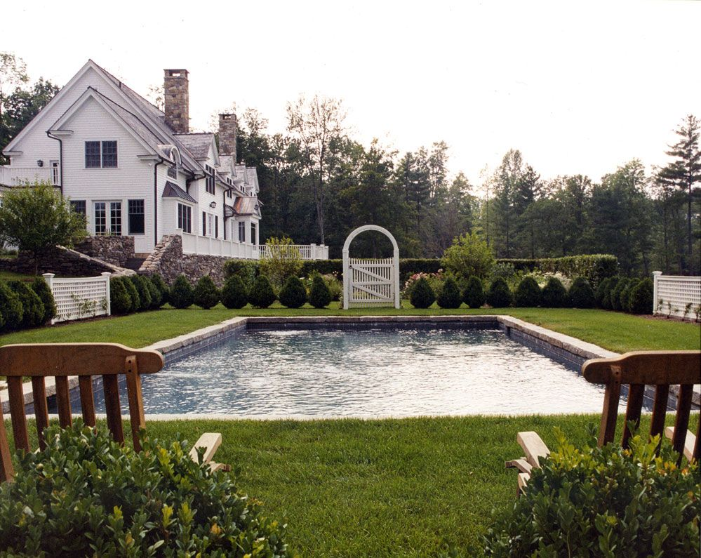 Amaerican Country Estate Garden with Classic Swimming Pool Design ...