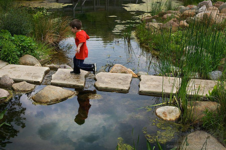 70 Beautiful Backyard Ponds And Water Garden Landscaping Ideas Setyouroom Com Backyard In 2020 Garten Landschaftsbau Aussenbrunnen Landschaftsbau