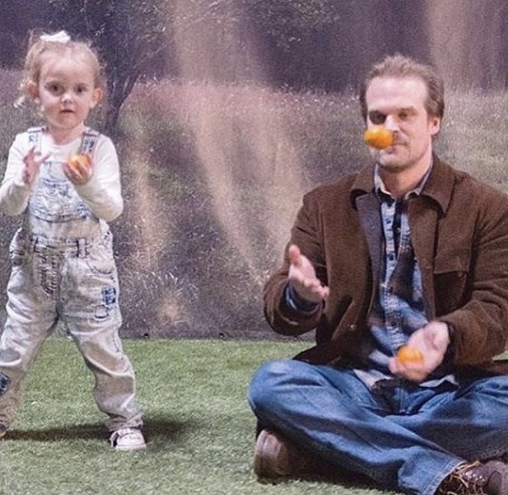 David Harbour teaching Millie Bobby Brown's sister Ava how to juggle for her talent show❤️