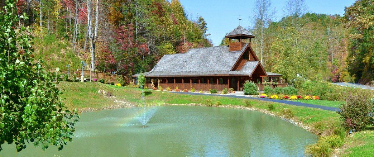 Home Gatlinburg S Little Log Wedding Chapel Gatlinburg Tn