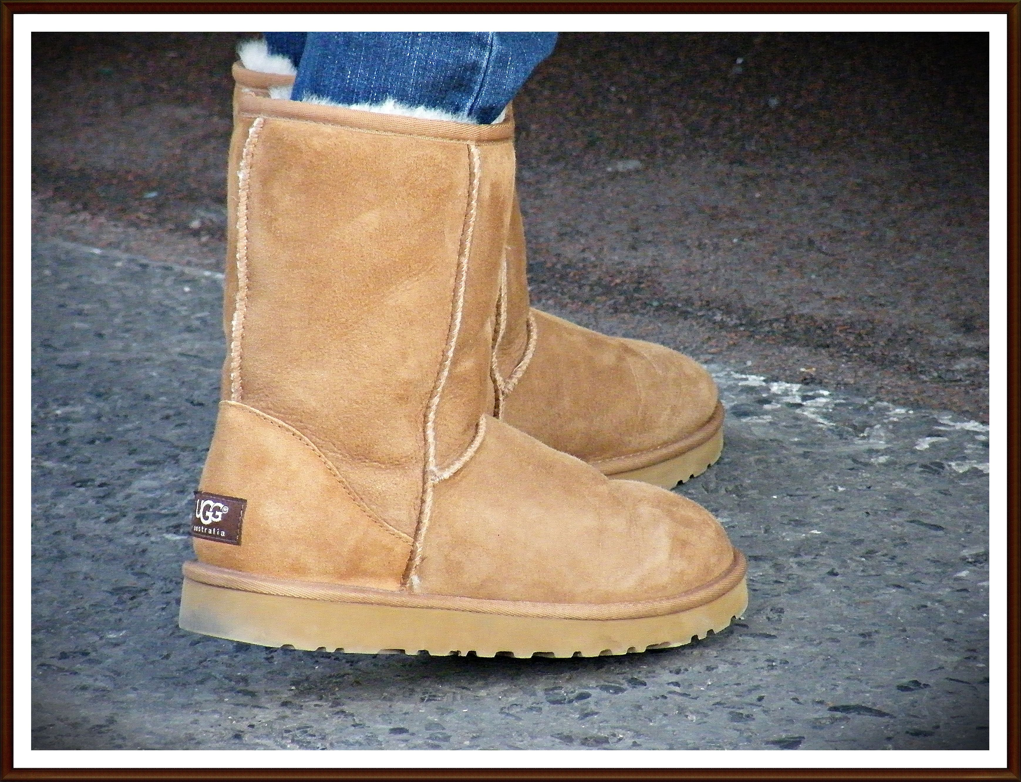 Ugg Boots Probably The Most Amazing Shoes Ever Made Have Originated From Australia Evidenced By The Mass Production O Boots Discount Boots Uggs