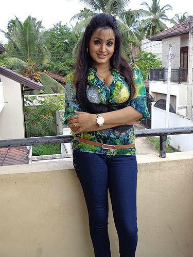 Srilankan Hot TV Presenter Kaushalya Madhavi Sexy Figure