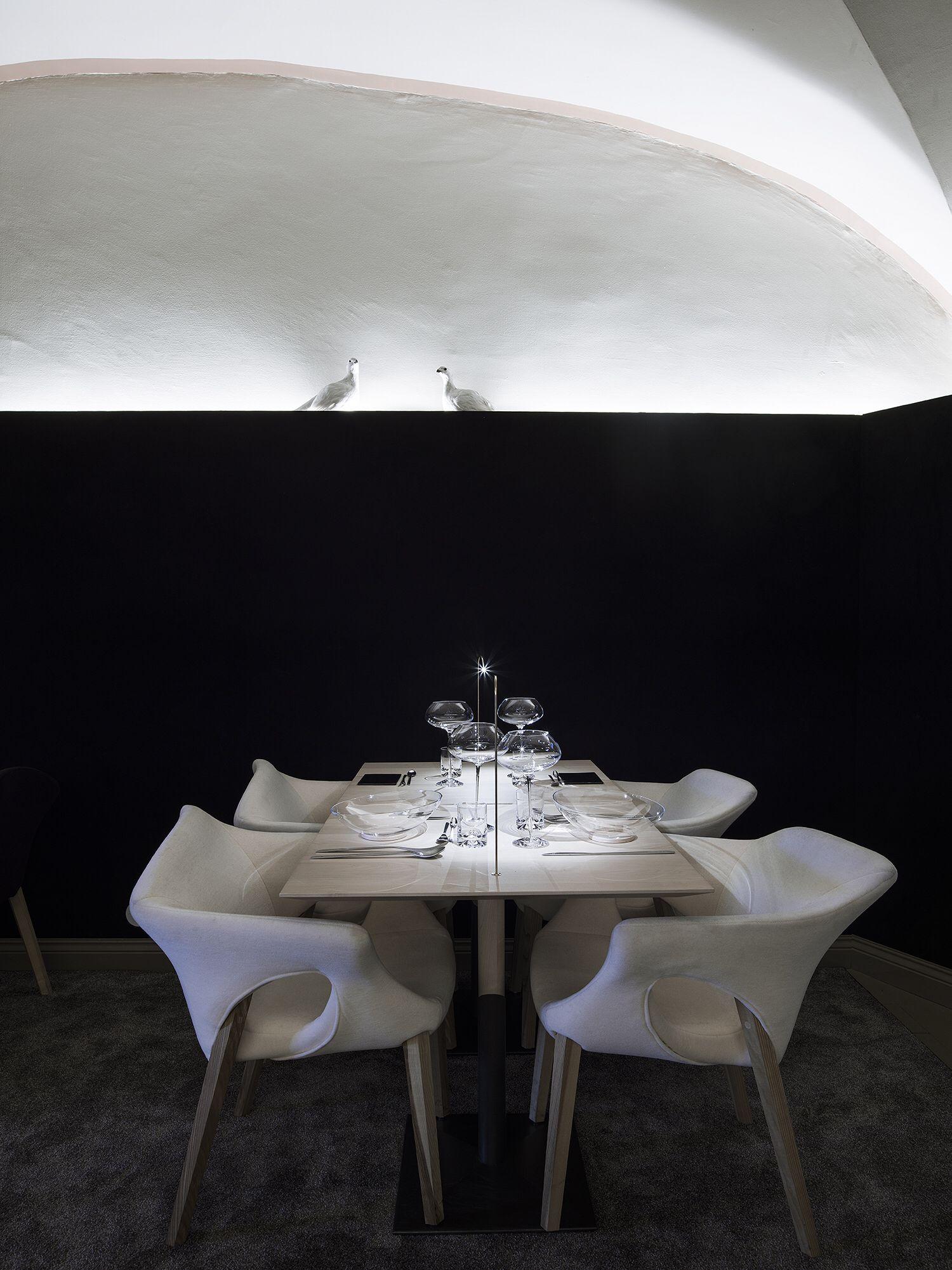 Finnjävel restaurant designed by Ateljé Sotamaa. Ptarmigan table. Photo by Kimmo Syväri. #ateljesotamaa #ateljésotamaa #finnjävel #finnjavel #finndining #finnishdesign #kivisotamaa #tuulisotamaa