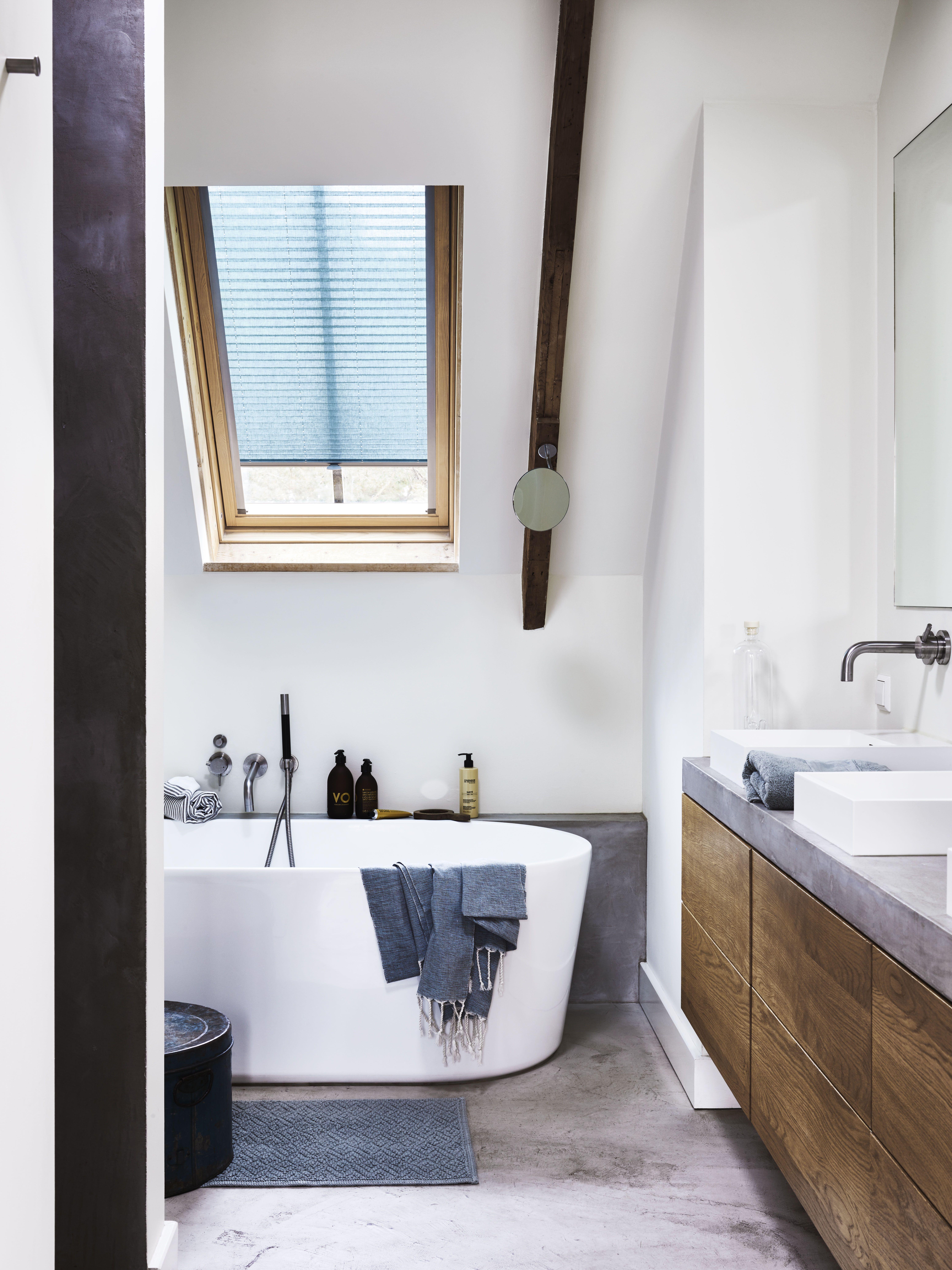 Dakraam, badkamer, geen probleem! #plisse #raamdecoratie #badkamer ...