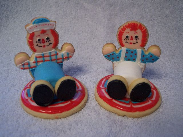 Adorable Raggedy Ann and Andy <3