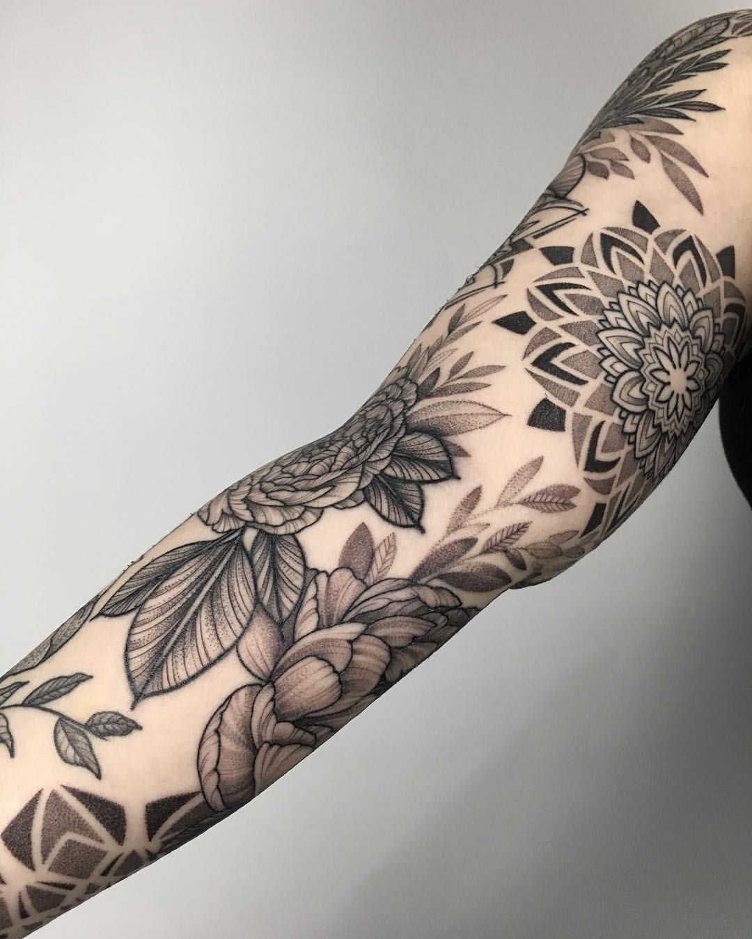 "Oleksandra Masiuk on Instagram: ""A sleeve is done for 4 days for our friend from Brazil @regorini ❤️ Thanks for your trust #sashamasiuk #sashatattooing #tattoo#tattooartist…"""