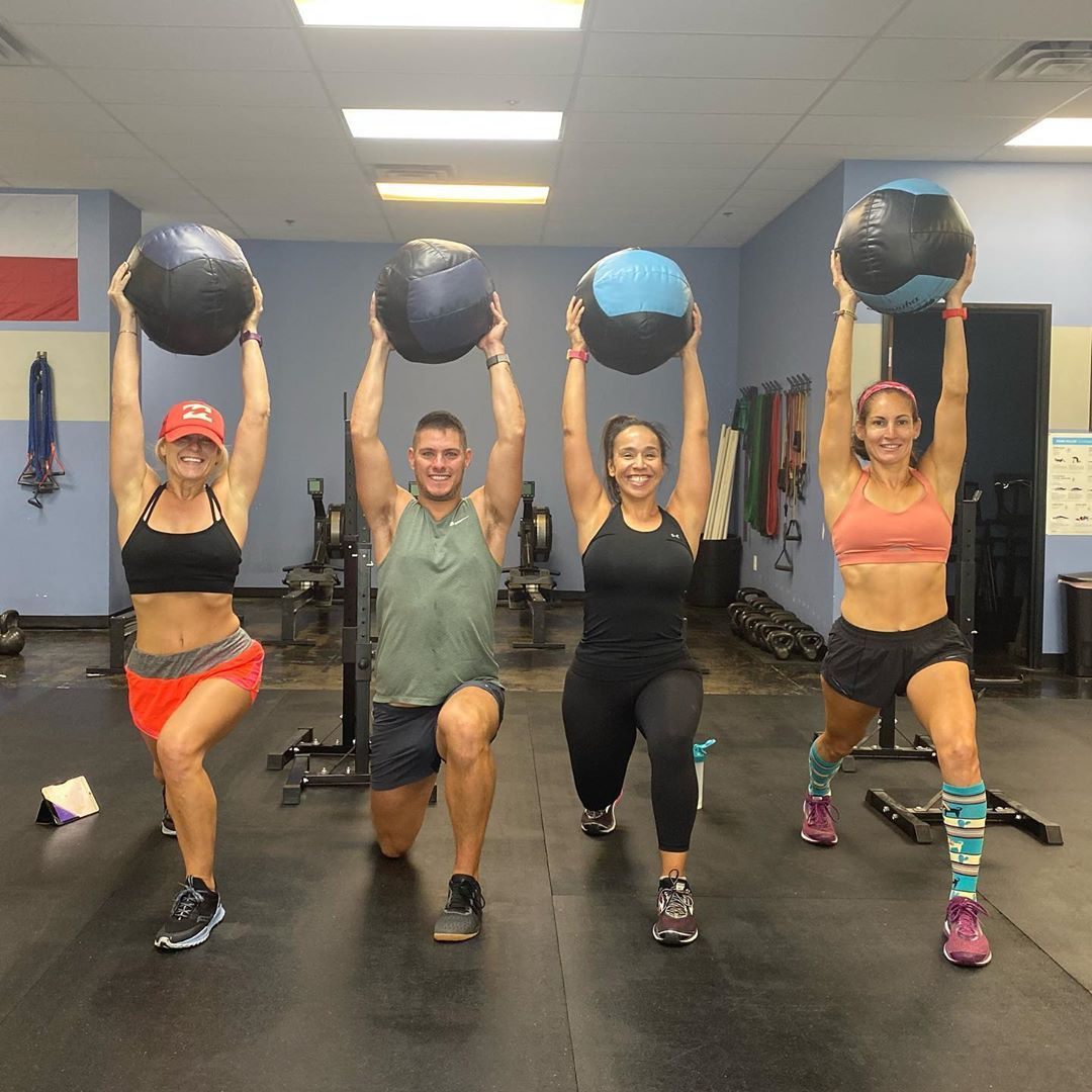 As usual, had a great with these They in a workout. @platesonplatesfitness @ninaraudy @trishamcd @lorihscott @justing101, I'd tag Shelly but can't find her. 😘🤸♀️