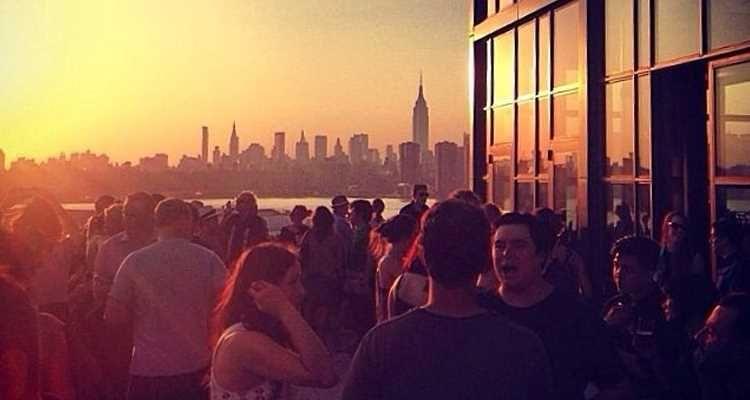 Si vous recherchez un rooftop avec de belles vues sur Manhattan, je vous conseille un rooftop de Williamsburg très à la mode : The Ides au Wythe Hotel.