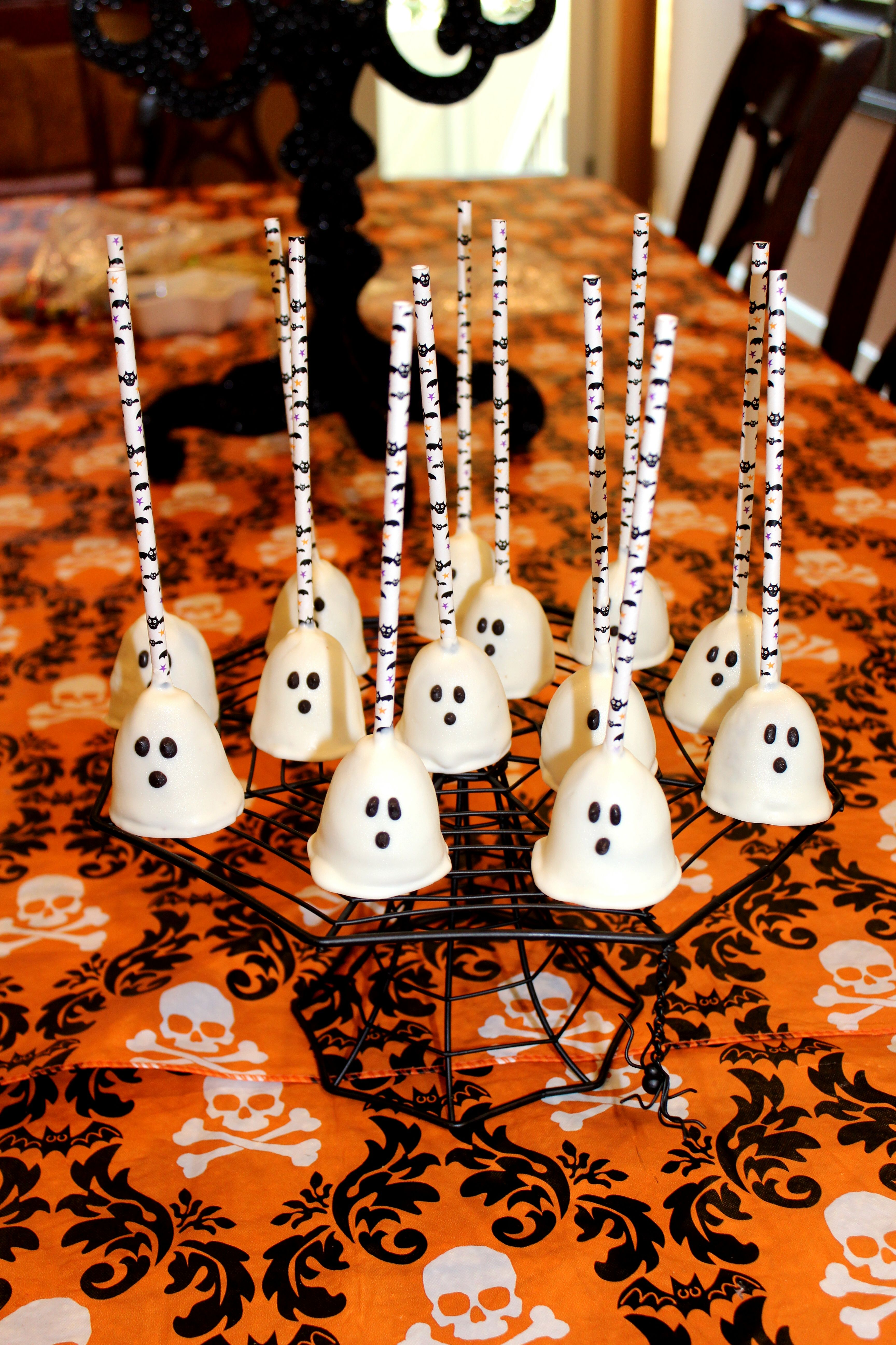Halloween Ghost Brownie Pops Halloween candy table