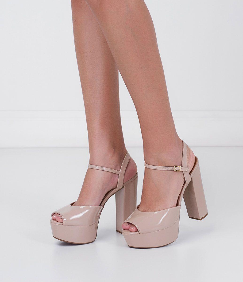 56716c35c0 Sandália feminina Salto super alto Em verniz Material  sintético Marca   Vizzano COLEÇÃO VERÃO 2016 Veja outras opções de sandálias femininas.