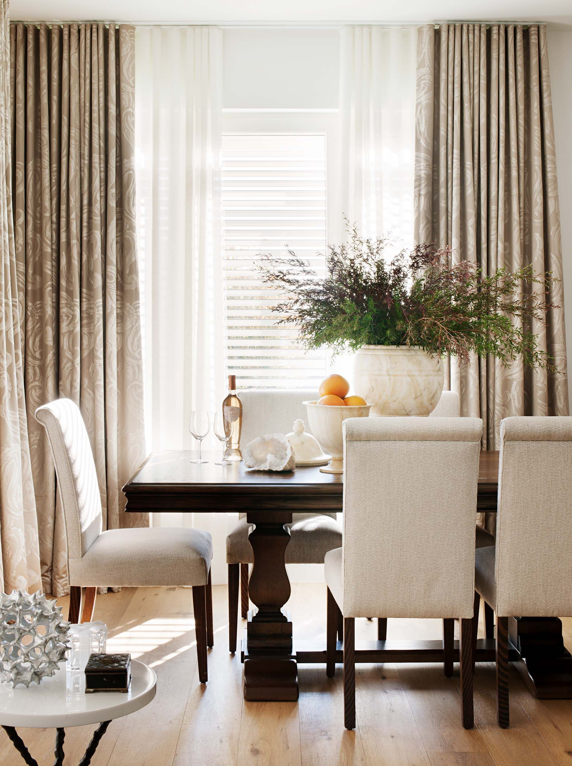 The Private Collection Dining Table Radiates Timeless Elegance In This Home By Coco Republic Interior Design Coco Interior Interior Styling House Inspiration