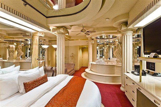 Image Sleep Like Royalty In The Roman Room At Fantasyland Hotel