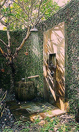 Photo of Würde es lieben, diese Außendusche von Grüns & Bäumen abgeschieden zu haben