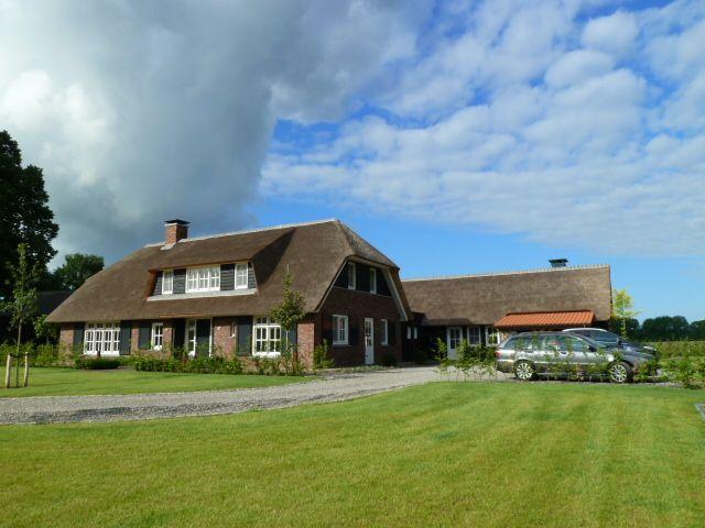Vrijstaande villa in boerderijstijl te nijverdal for Dat architecten
