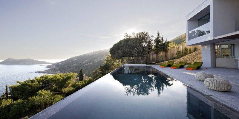 Vacances magnifique vue panoramique sur la méditerranée pour cette villa contemporaine de st tropez