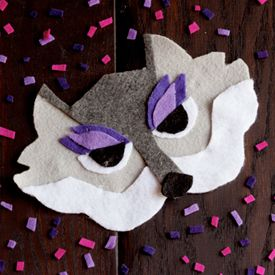 Your little one will howl at the moon in this oh-so-easy wolf mask.