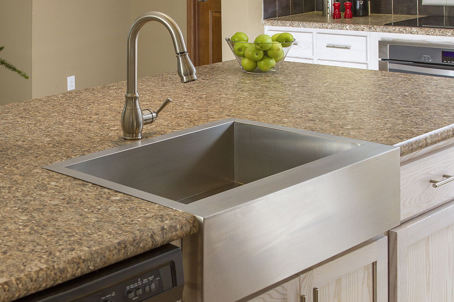 Stainless steel farmhouse sink with white and