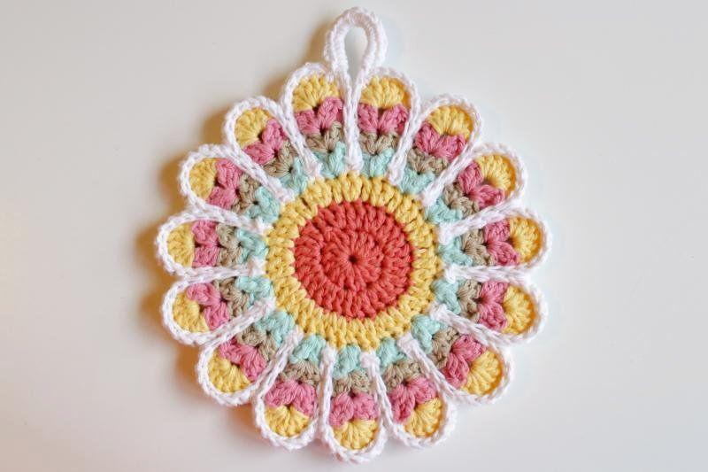 178/365 Flower Potholder | CROCHET ::: FLORES | Pinterest | Carpeta ...
