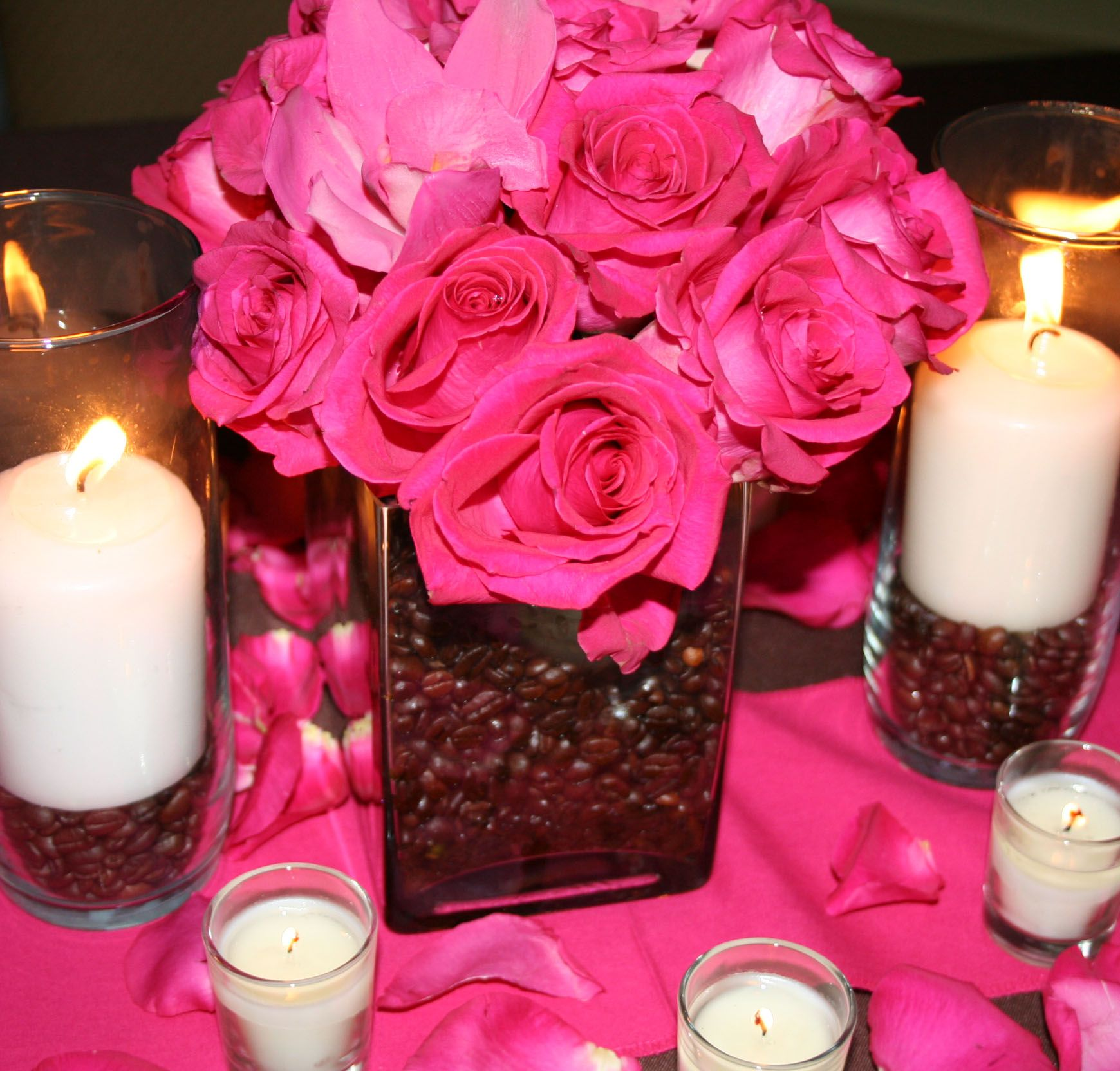 Flowers And Candles Centerpiece Ideas: Very Elegant. Lovbe The Coffee Beans In The Floral Vase