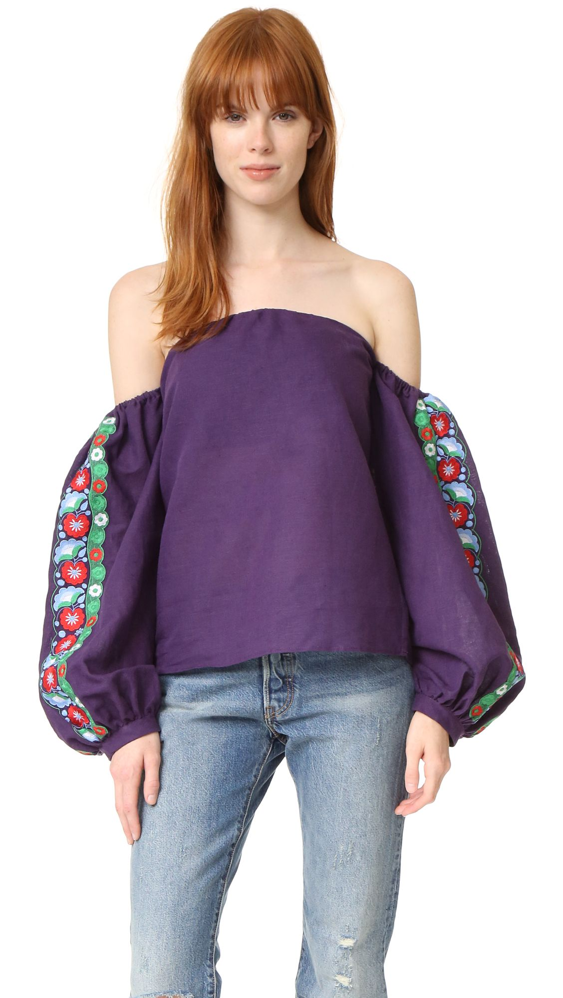 ¡Cómpralo ya!. One By Lazuli Embroidered Off The Shoulder Top - Purple Blue. Description LAZULI is part of Shopbop's ONE by collection, and all of its pieces are handmade in Ecuador. ONE by is home to exceptional pieces from established and emerging designers. Embroidery brings eclectic style to this swingy LAZULI blouse. Elastic cinches the off shoulder neckline. Bishop sleeves. Fabric: Silk linen. 100% silk. Dry clean. Imported, Ecuador. Measurements Length: 19.75in / 50cm, from center…