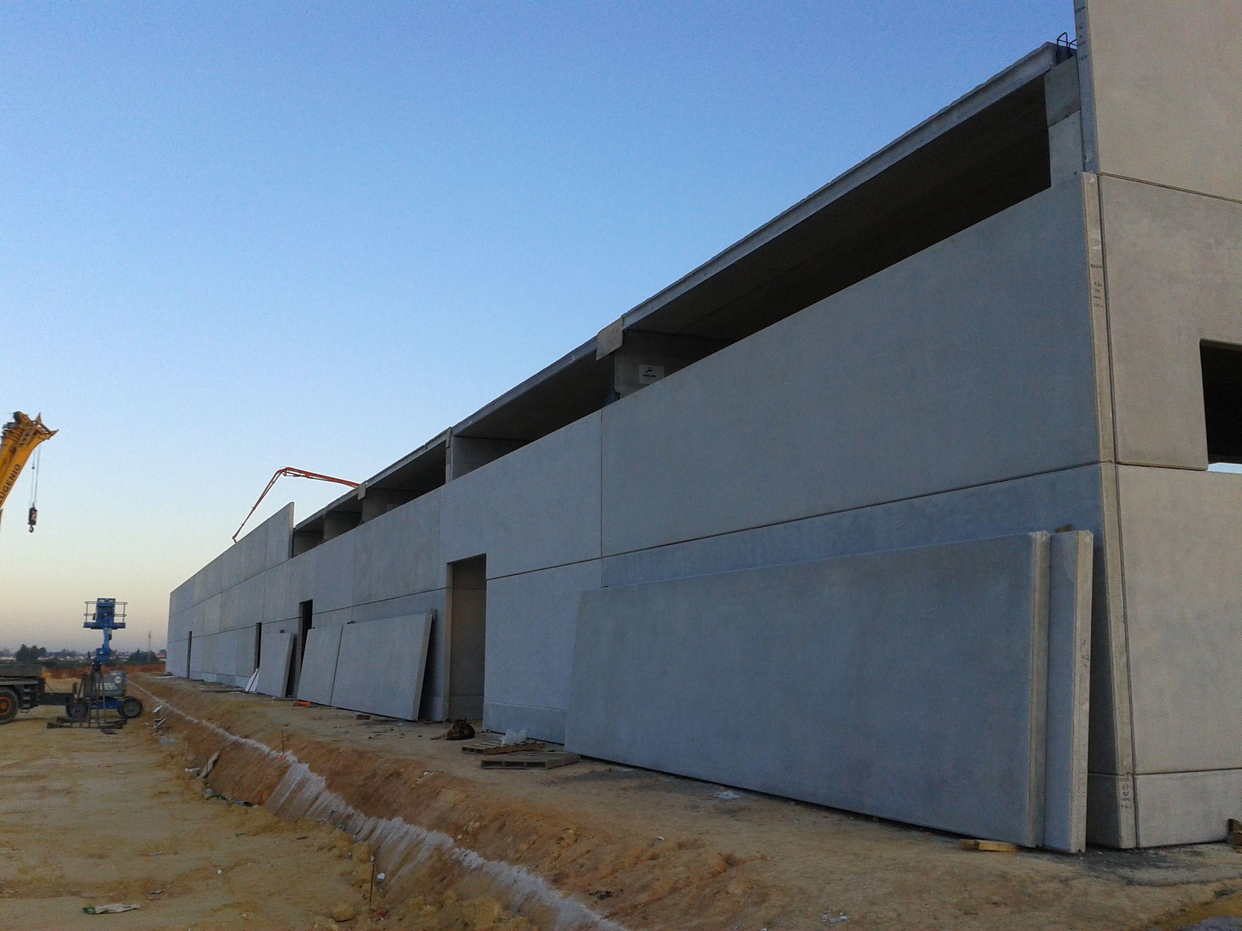 Montaje placas prefabricadas hormigón cerramiento - Nave | Fachada ...
