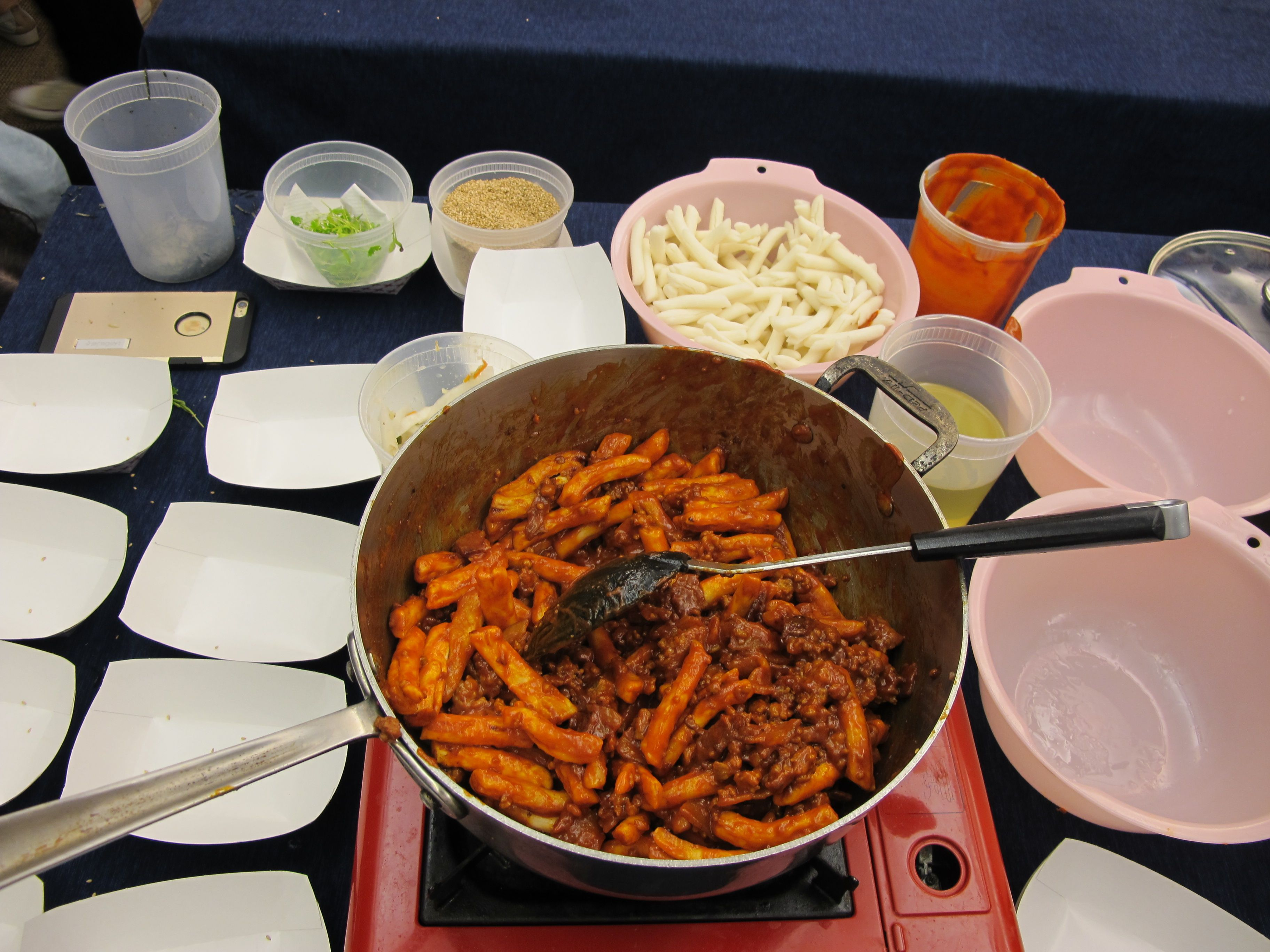 (Thursday, June 11th, 2015)   Chef Esther demonstrates how to make her version of tteobokki (spicy rice cake). This was followed by a tasting session for the audience.