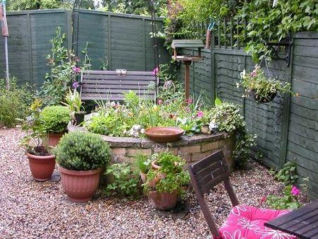 Round garden planter house ideas gardens and outdoor for Jardin que planter en janvier