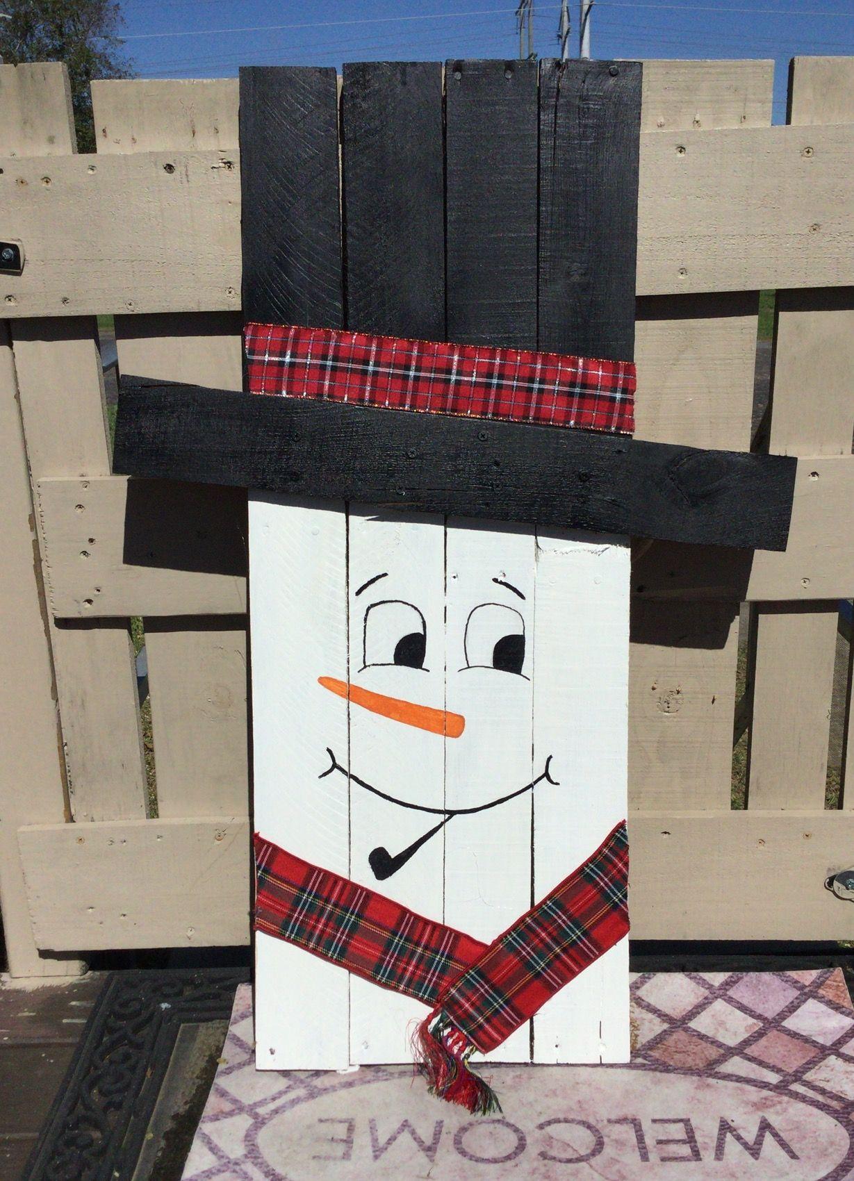 Reversible Pallet Wood Snowman Project Ideas