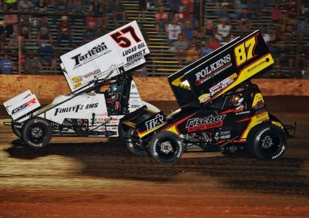 Kyle Larson and Aaron Reutzel in 2020 Sprint cars, Kyle