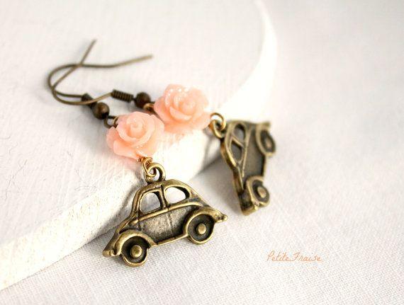 Jewelry set earrings and bracelet Beatle car by PetiteFraise, €27.00 #etsy #spring #beatle #car #travel #vintage #rétro #pastel #coral #pink #flower #jewelry #handmade