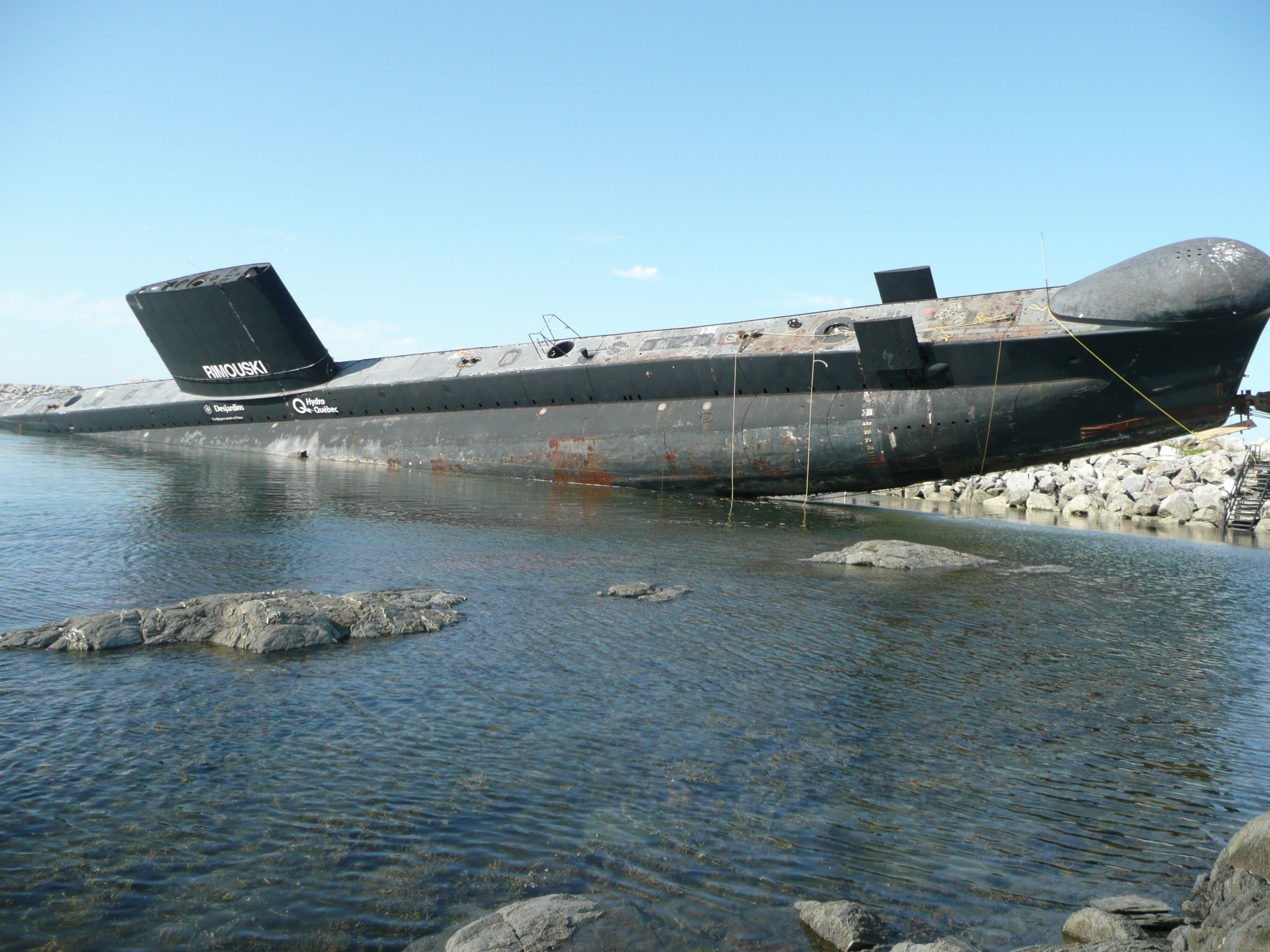 Septembre 2008 Hmcs Onondaga Oberon Class Tumbles Off Its Lift As It Was Being Moved To A Museum Site Abandoned Ships Russian Submarine Submarines