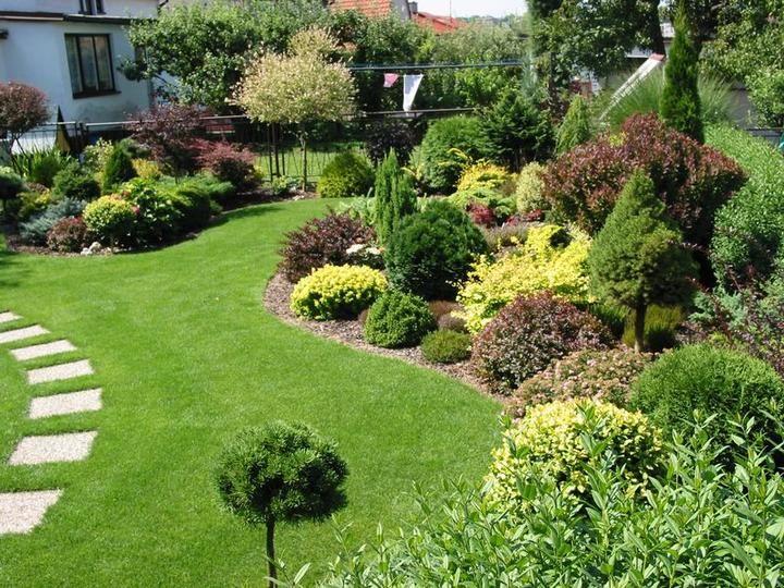 Krasna Zahrada · GartenanlageSilberhochzeitDekorationBlumenVorgarten  GärtenVorgarten AnlegenLandschaftsbau IdeenLandschaftsdesignGarten Am Hügel