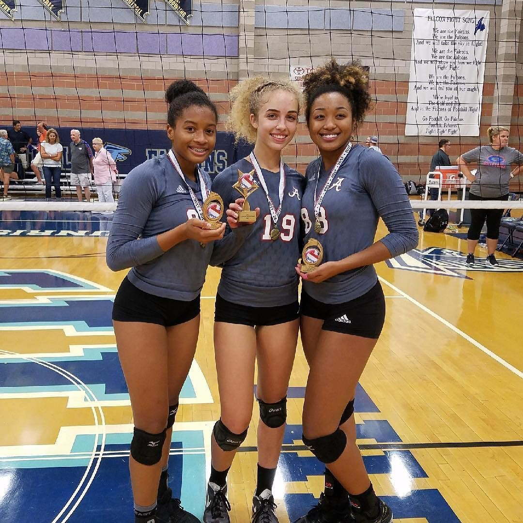 Annah Rivera Middle Was The Las Vegas Tournament Mvp And S Mara And Renee Were Voted Onto The All Tournament Team Our Voll Volleyball Team High School Renee