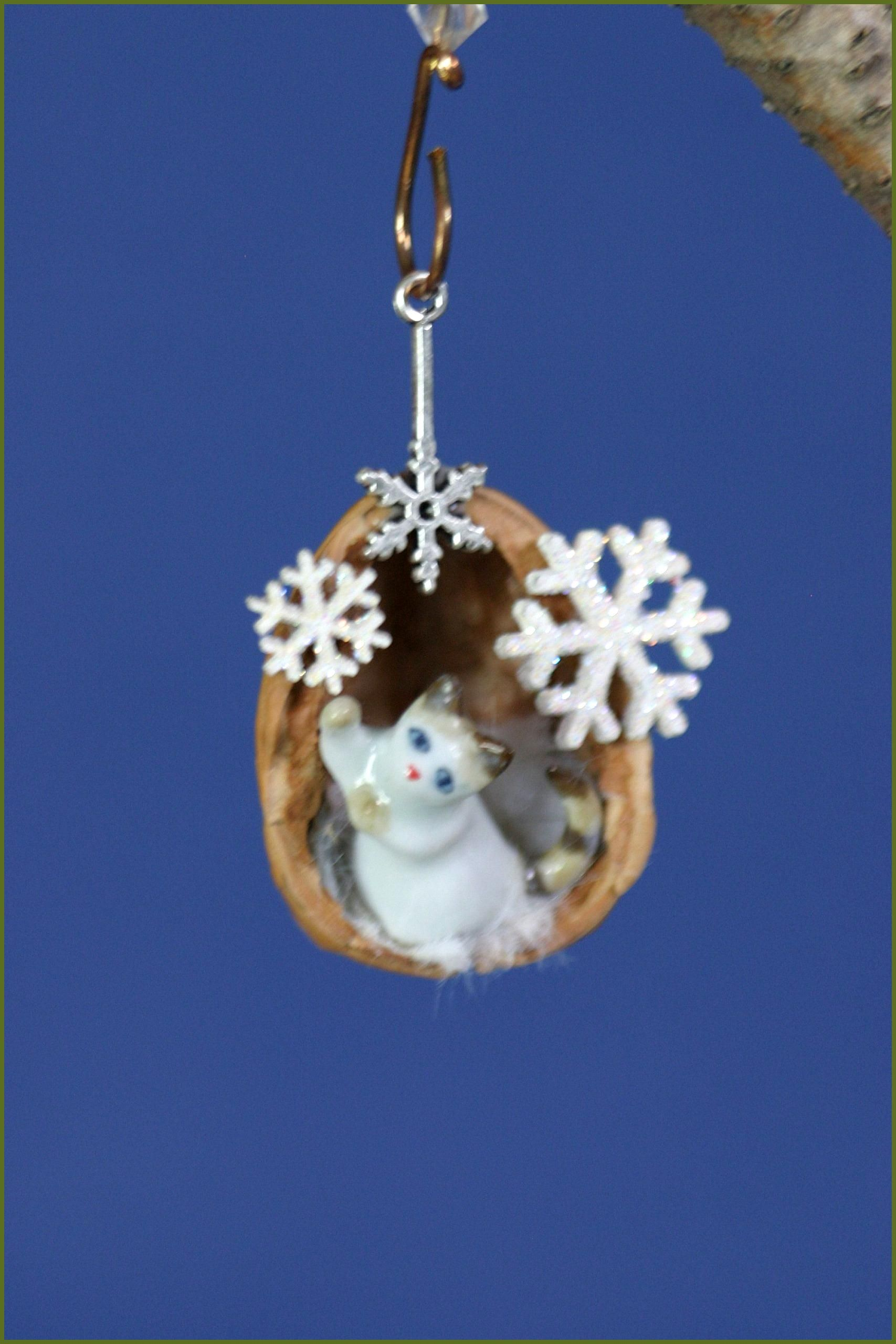 Walnut shell Christmas ornament cat ornament nut shell decoration natural found item cer Walnut shell Christmas ornament cat ornament nut shell decoration natural found i...