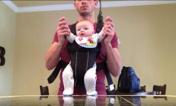 Llevar al bebé Papá Enseña Mueve Hijo de baile Conjunto Para Michael Jackson 'Beat It' | El Huffington Post
