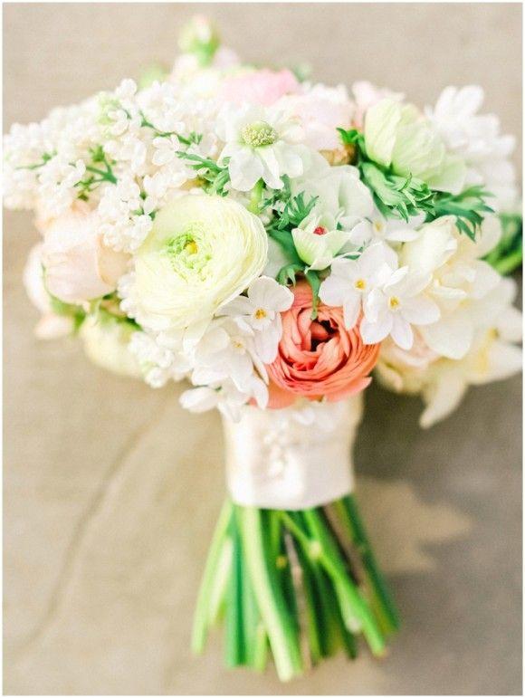white blush and peach bouquet flowers fleurs id es de mariage. Black Bedroom Furniture Sets. Home Design Ideas