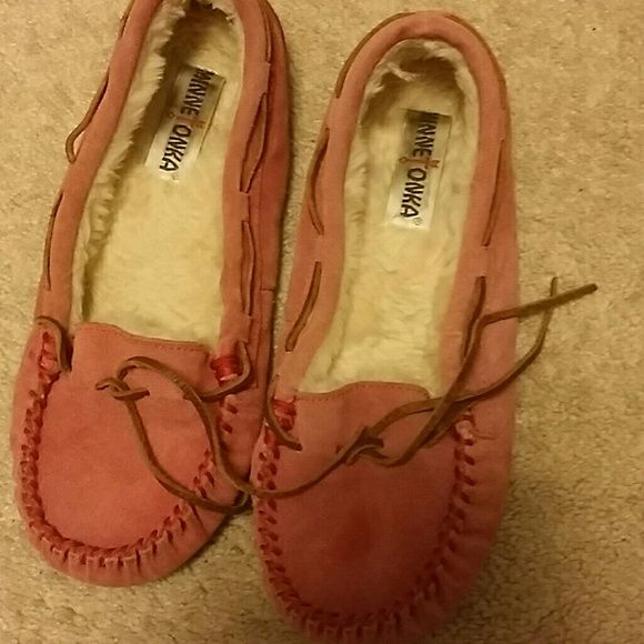 Sale! MINNETONKA Moccasin Shoes size 9